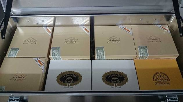 Ammo-box of Jars - 5 San Cristobal Torreon, 2 La Escepcion Selectos Finos RE Italia, 1 H. Upmann Magnum 46