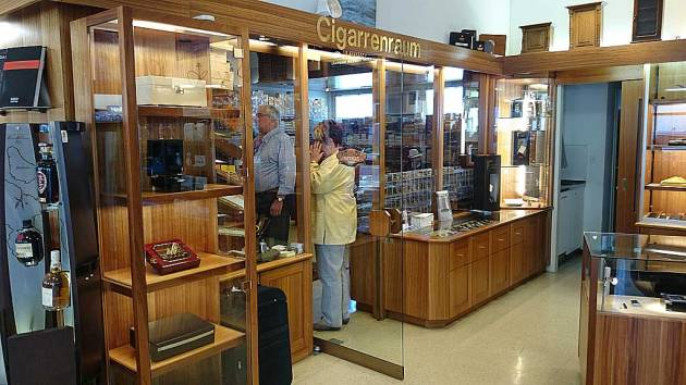 Shop - Urs Portmann Tabakwaren Kreuzlingen - way into the humidor