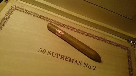 H. Upmann - Supremos No. 2 - Réplica Humidor Antiguo 2014